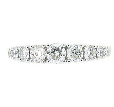 graduating diamond ring | B19022