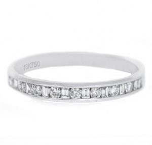 alternating round brilliant and baguette cut diamond wedding ring | B19779