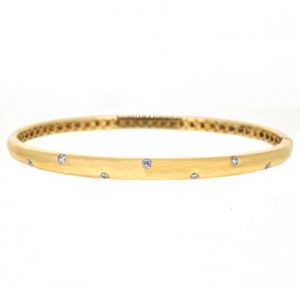 Diamond bangle | B20340