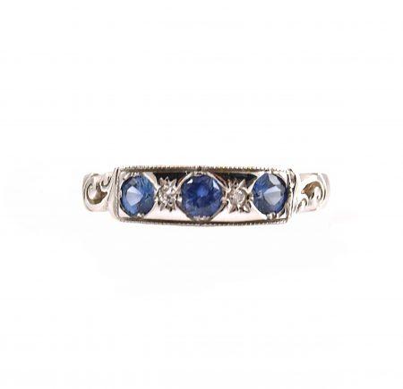 Sapphire Three Stone Ring | B15557