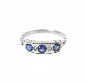 Sapphire Three Stone Ring   B15557