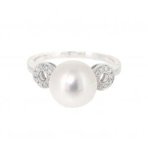 Fresh Water Pearl And Diamond Ring | B20863