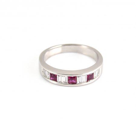 Ruby And Diamond Ring   B13323