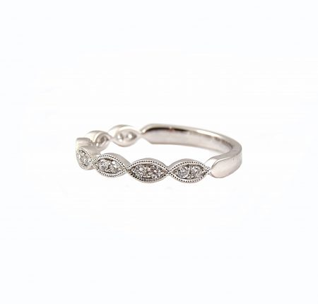 Scalloped Diamond Wedding Band | B22617