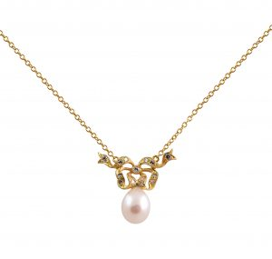 This Fresh Water pearl pendant Vintage inspired ornate design, is made in 18K yellow gold, featuring a 9mm fresh water pearl. The chain is included. Pearl size: 1 = 9mm